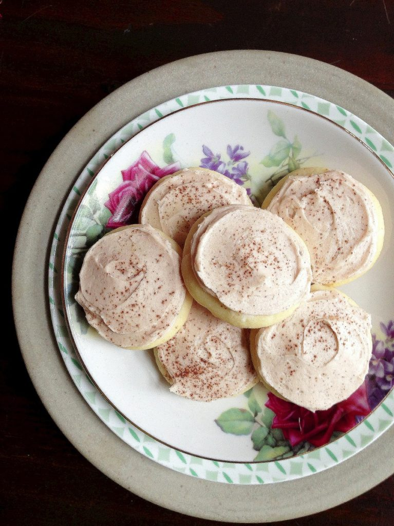 buttery cinnamon cookies. These soft buttery shortbread cookies just melted in your mouth and the cinnamon buttercream icing added the prefect smooth flavour